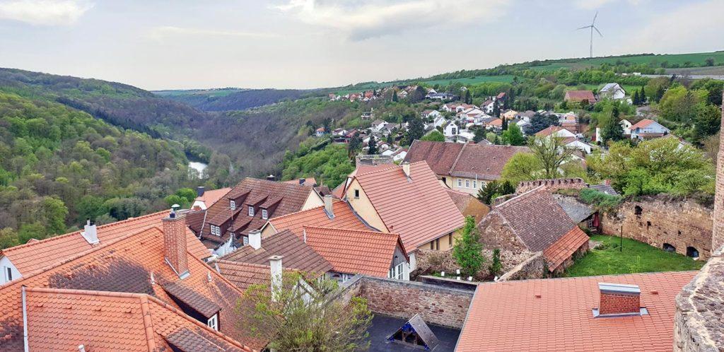 Blick von Burg Neuleiningen: Blick auf Neuleiningen und das Eckbachtal