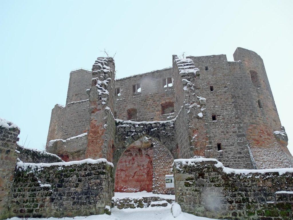 Burgruine Gräfenstein bei Merzalben im Winternebel