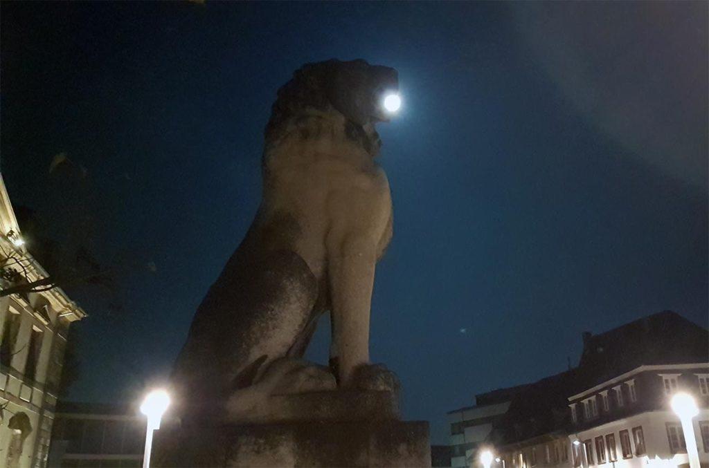 Löwe mit Vollmond im Maul - Deutsches Tor in Landau in der Pfalz