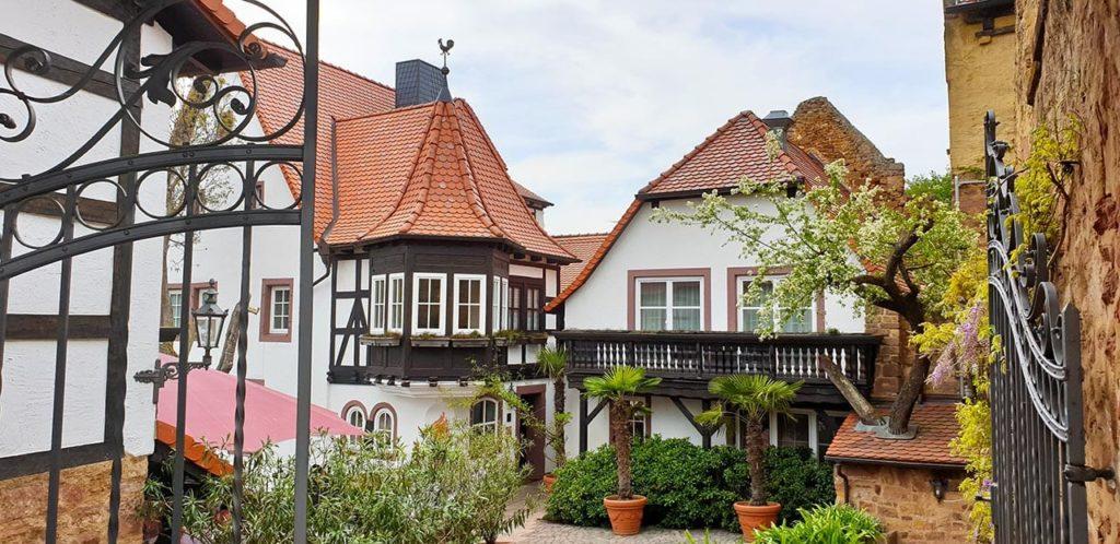 """Restaurant, Hotel """"Alte Pfarrey"""" in Neuleiningen in der Pfalz"""
