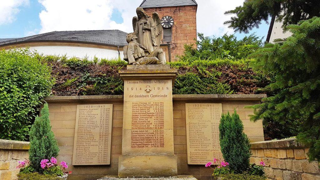Kriegerdenkmal 1914/18 in Roschbach