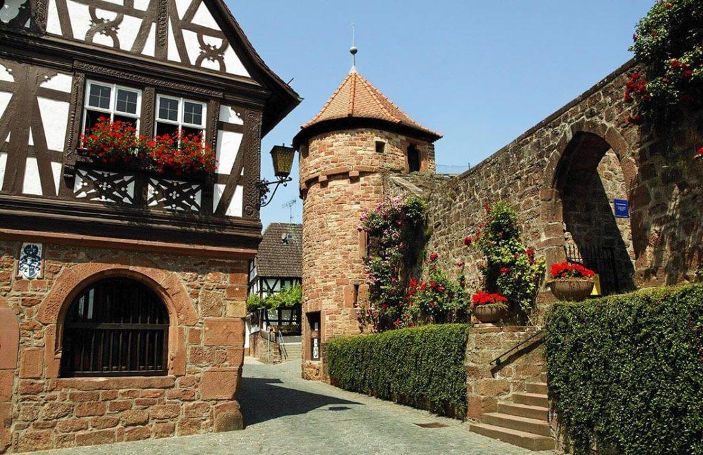Die Wehrkirche in Dörrenbach