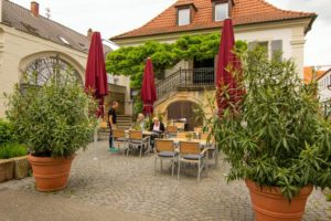"""Biergarten Restaurant """"Ungeheuer"""" in Forst"""