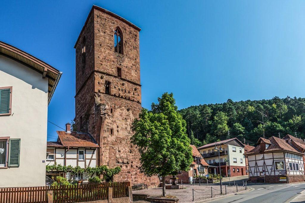 Alter Turm – Kapellenruine in Elmstein-Appenthal - Foto: Palatina Tourer