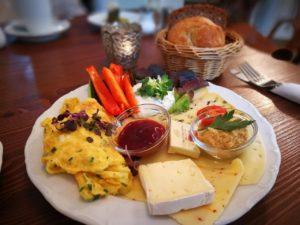 Frühstück im Café oder in einer Brasserie in der Pfalz