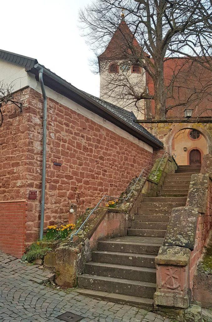 Die evangelische Martinskirche in Leinsweiler in der Pfalz