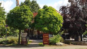 """Wann's Licht'l brennt is uff"" - Weinpavillon des Weinguts ""Berhard Koch"" in Hainfeld in der Pfalz"