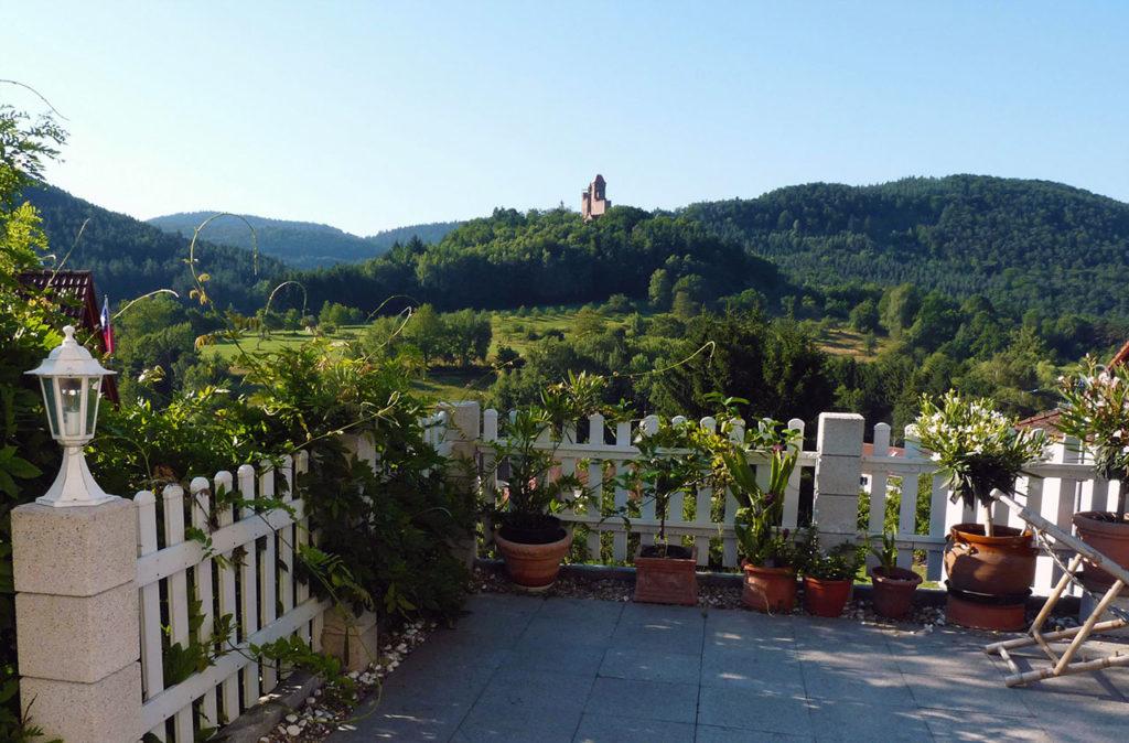 Panoramablick von der Terrasse der Ferienwohnung Monte Noble in Erlenbach bei Dahn